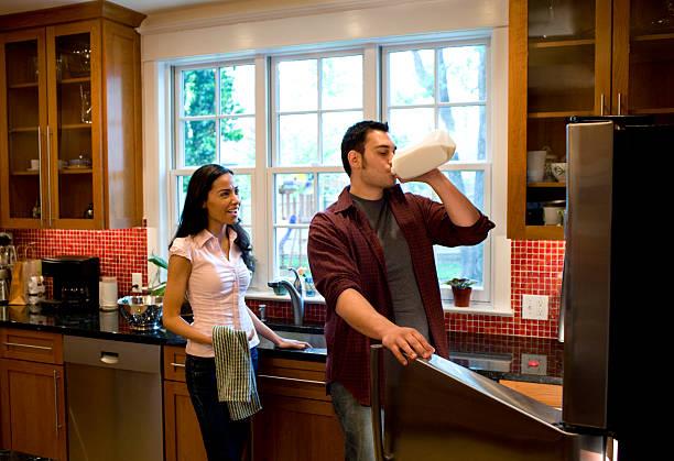 Couple dans la cuisine - Photo