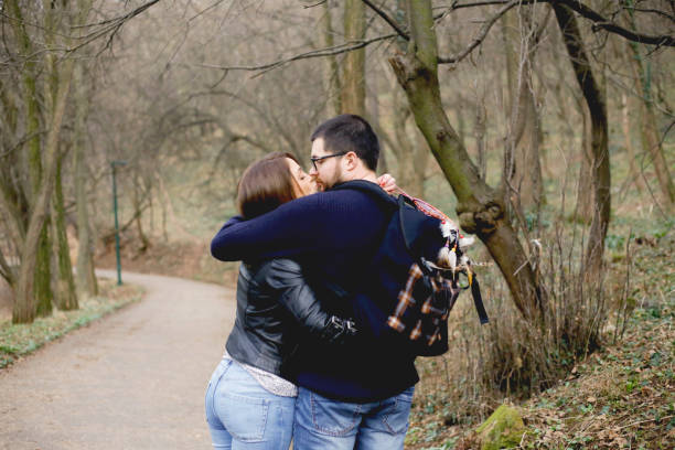 couple in love in the forest - brunette woman eyeglasses kiss man foto e immagini stock
