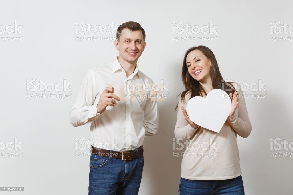 Couple Amoureux Homme Femme Avec Le Mot Amour Grand Coeur Blanc