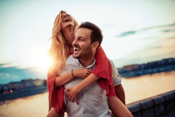 戀愛中的一對 - 幸福 個照片及圖片檔