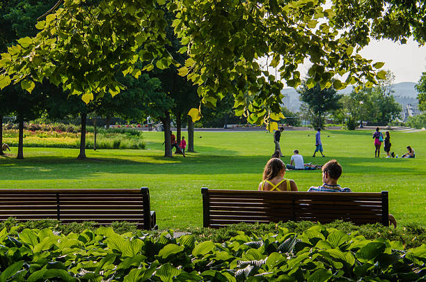 Casal em grandes's Hill Parque em Ottawa, Canadá - foto de acervo