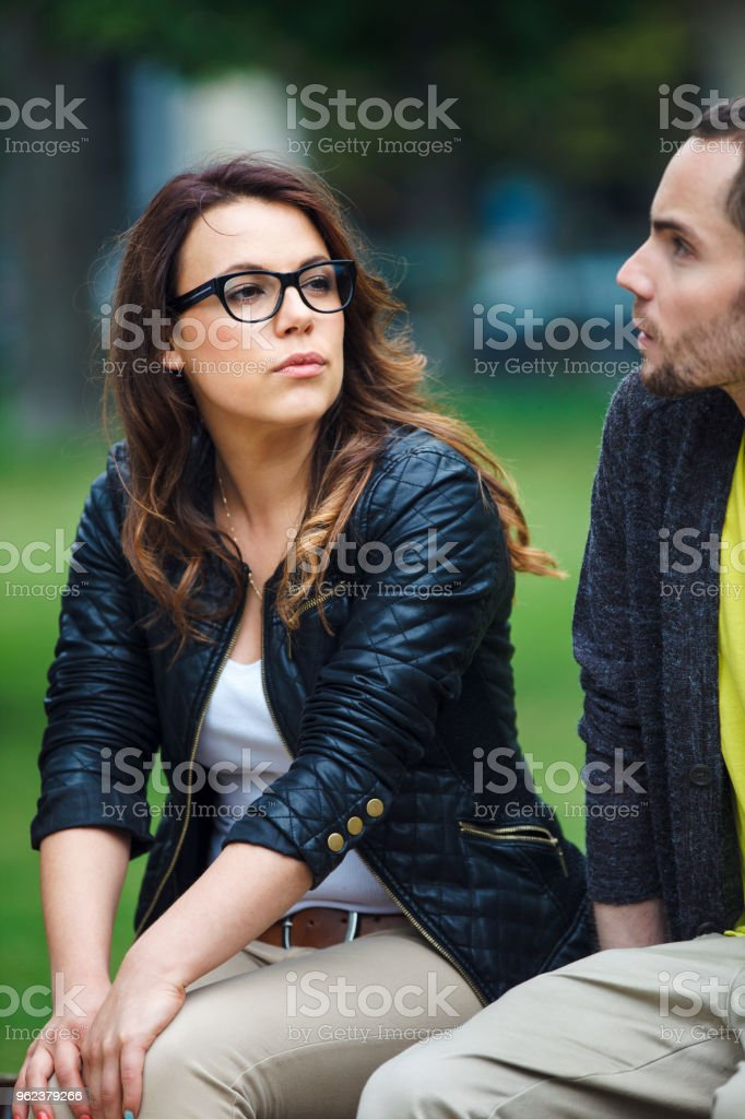 Couple dans le parc - Photo