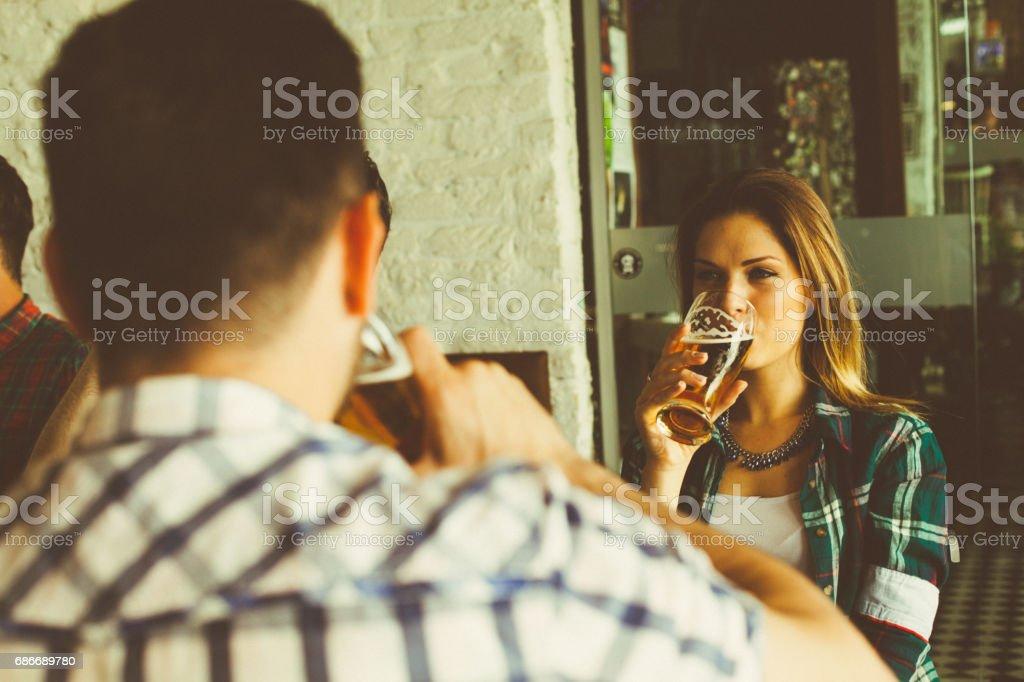Besucher in der bar – Foto