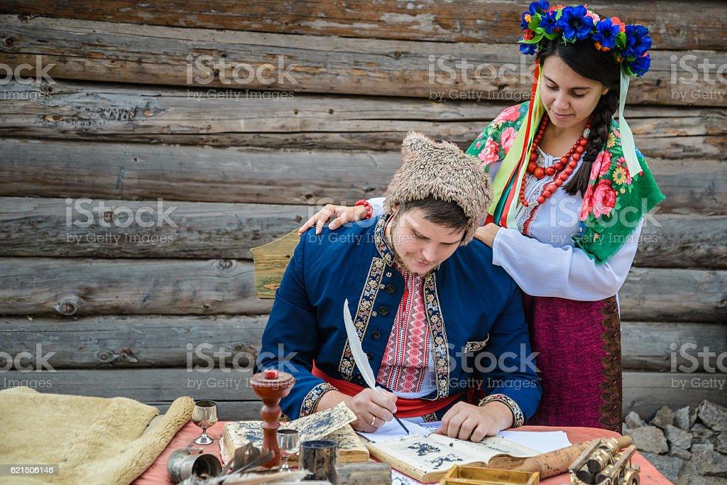 couple in ukraine traditionl dress Lizenzfreies stock-foto
