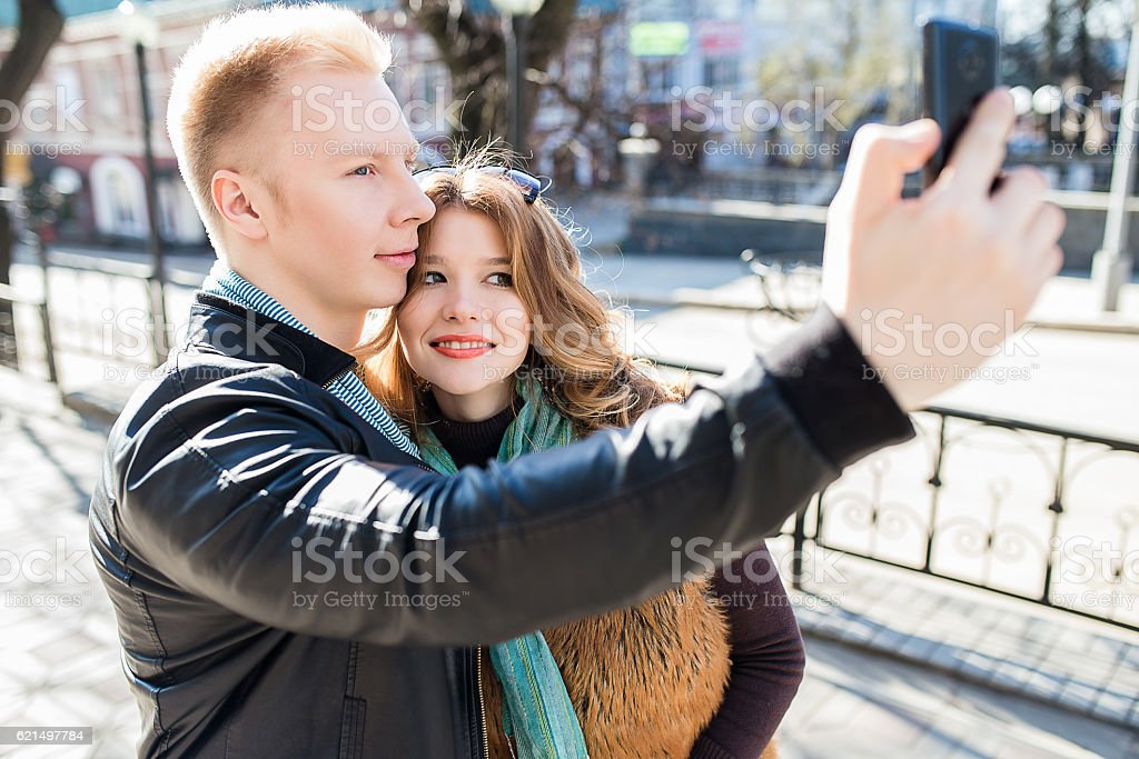 couple is doing selfie on smartphone foto stock royalty-free