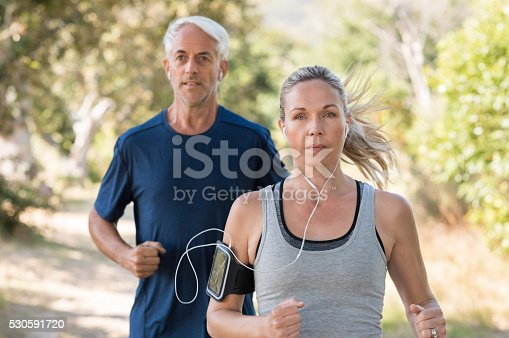 istock Couple jogging 530591720
