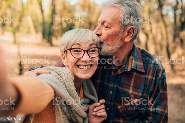 Couple kissing and taking a selfie picture id1070115298?b=1&k=6&m=1070115298&s=612x612&h=uwe0ewvtfhysqnpsksy2ljiempjjxzyxyds3wq5c3pa=