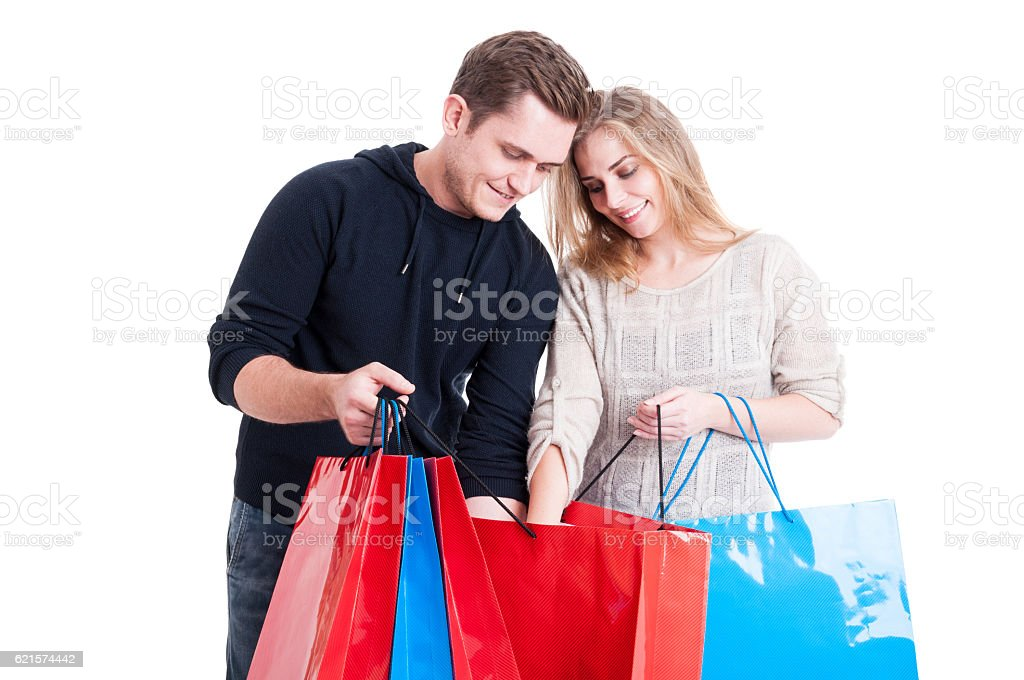 Couple looking in shopping bags and smiling photo libre de droits