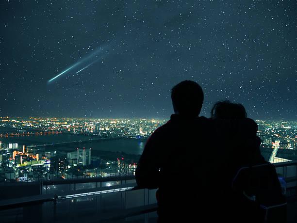 Výsledek obrázku pro couple looking at the stars