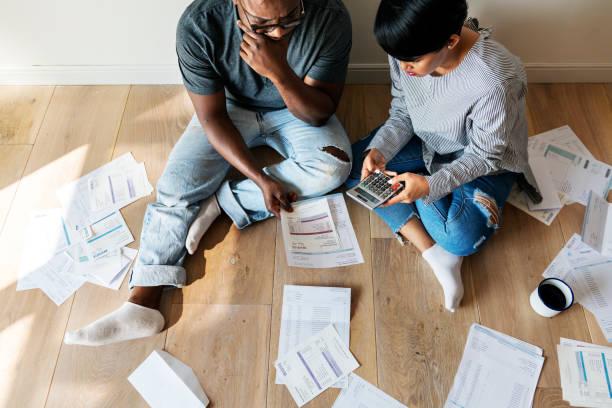 couple, gestion de la dette - prêts immobiliers et crédits photos et images de collection