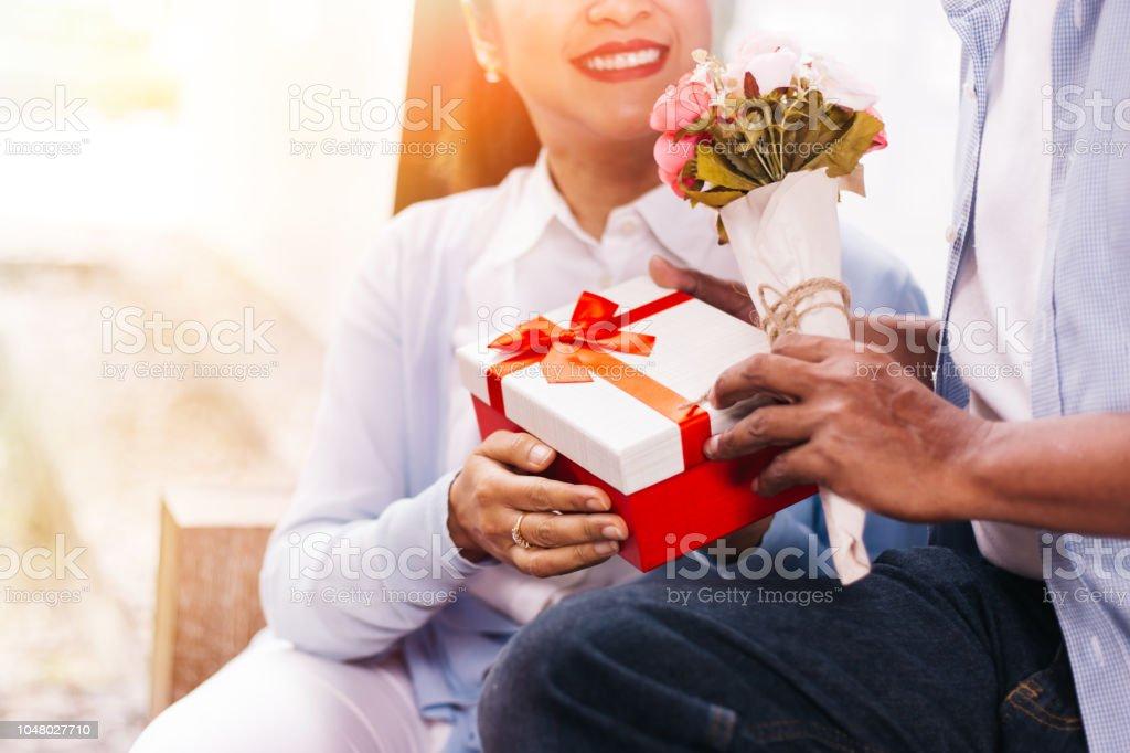 Photo Libre De Droit De Couple De Milieu Ans Femme Et Homme