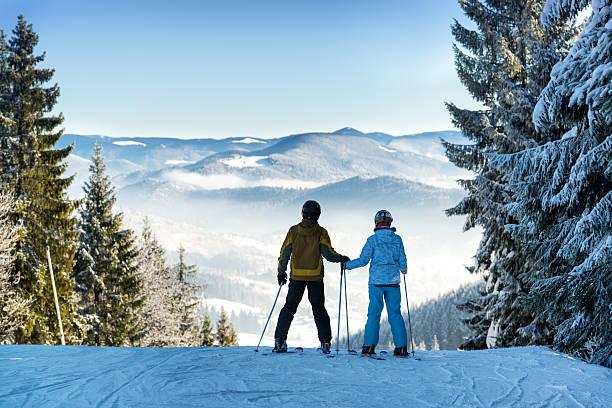 Couple of skiers picture id637496358?b=1&k=6&m=637496358&s=612x612&w=0&h=bhs02om z yzdcs2ux3 xyu5fcra 0izd5fspa08ixa=