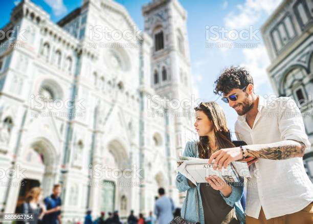 Couple of tourists in florence travelling around italy picture id885562754?b=1&k=6&m=885562754&s=612x612&h=kmradan26racnt rmjnxui ejubtwdkmv5n9gnborby=