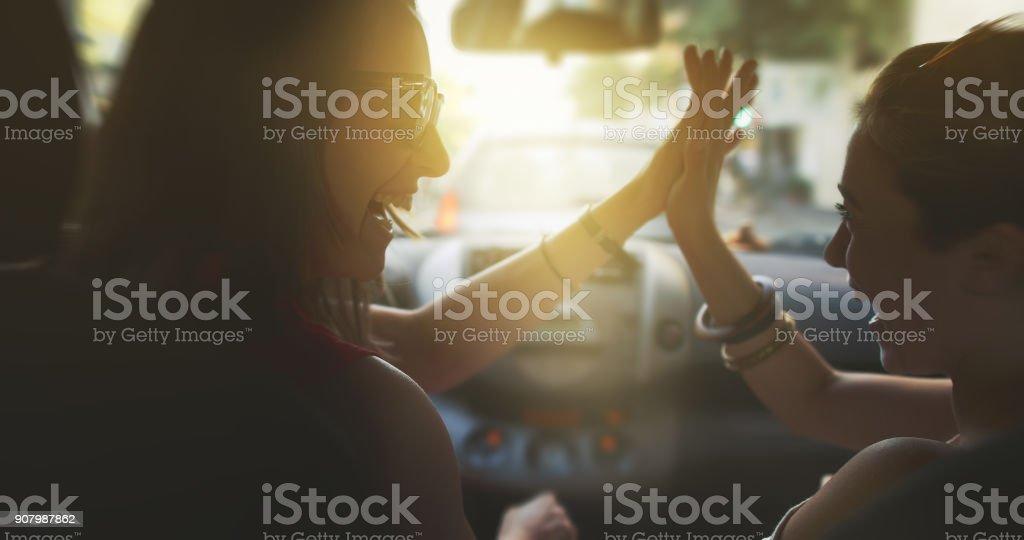 Paar Frauen im Verkehr von Rom – Foto