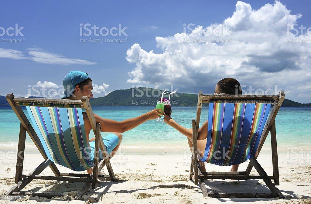 커플입니다 해변의 royalty-free 스톡 사진
