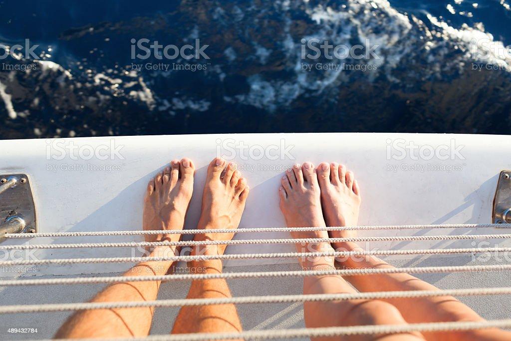 Casal em um barco. - fotografia de stock