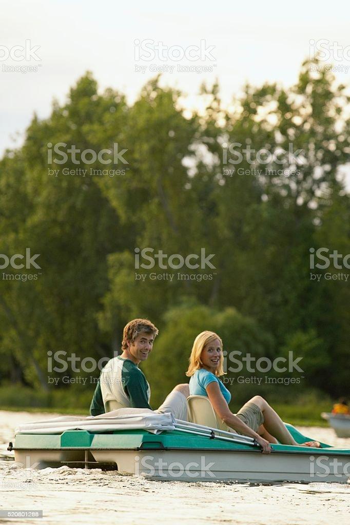 Couple on a lake - foto de stock