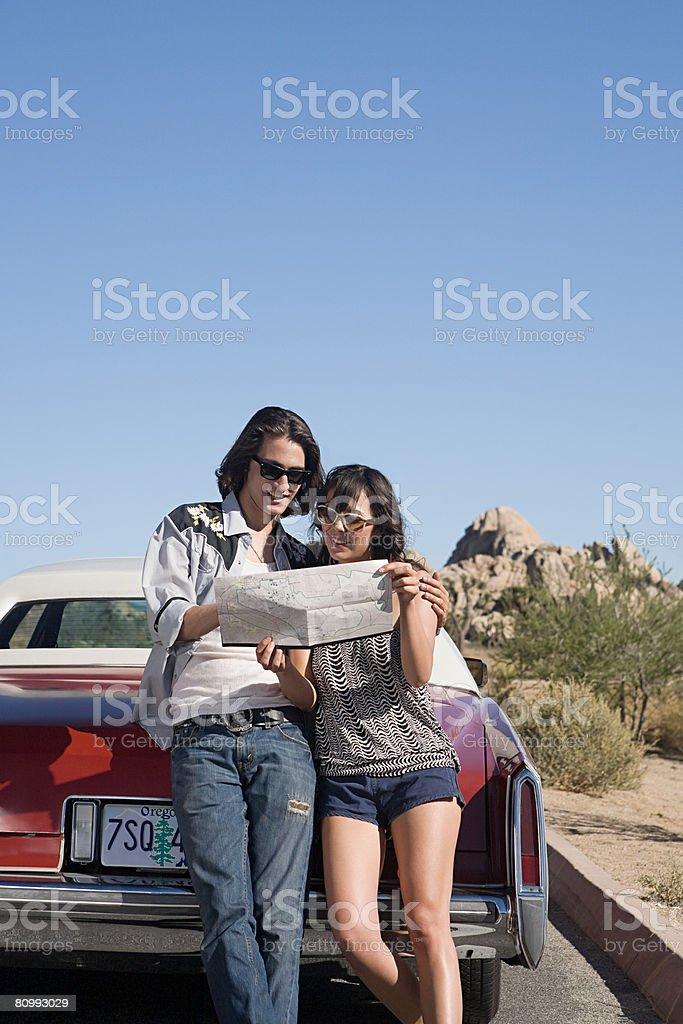 커플입니다 대해 도로 여행 royalty-free 스톡 사진