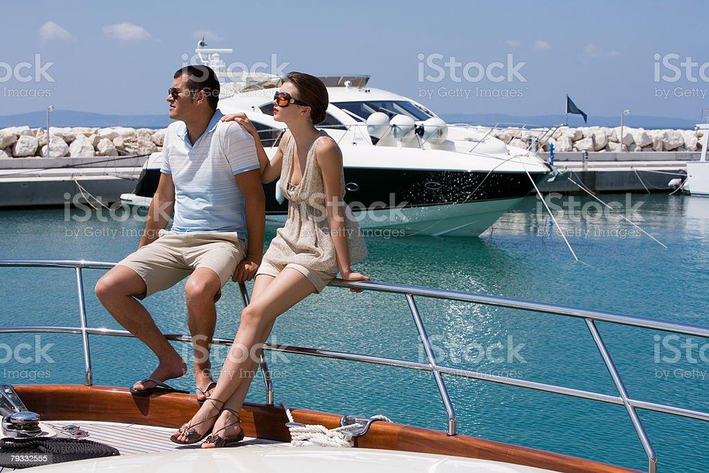 カップルで楽しむヨット ロイヤリティフリーストックフォト