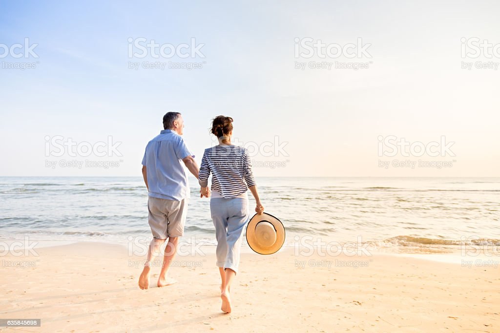Couple sur la plage  - Photo