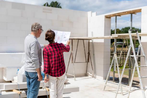 Paar auf der Baustelle des neuen Hauses – Foto