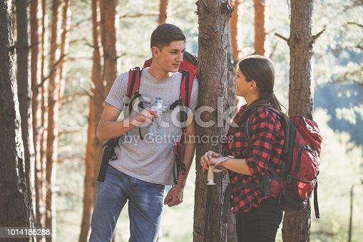 istock Couple on hiking 1014185288