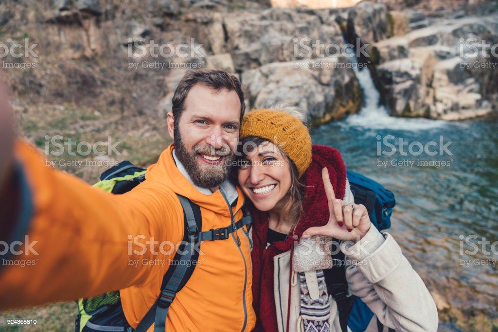 Paar auf Reise unter selfies – Foto