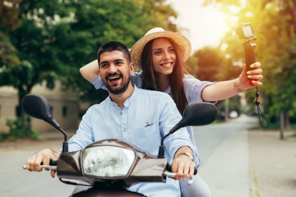 couple sur le scooter - Photo
