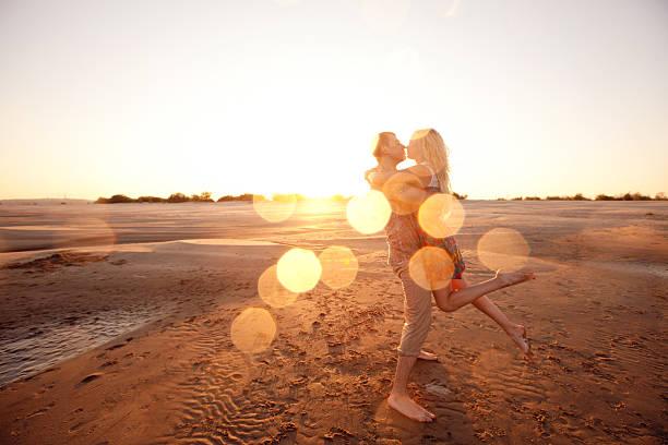 Paar am Strand am Abend – Foto