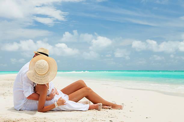 couple on the beach of sea - smekmånad bildbanksfoton och bilder