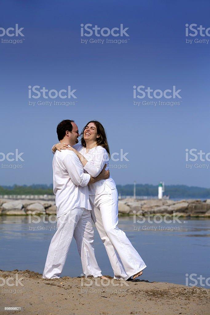Пара на пляже Стоковые фото Стоковая фотография