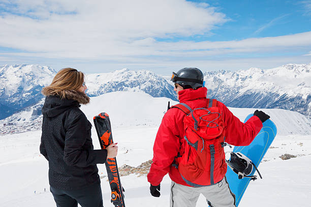 Couple on  the top of snowy mountain​​​ foto