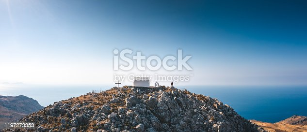 istock Couple On Top Of The Hill 1197273353