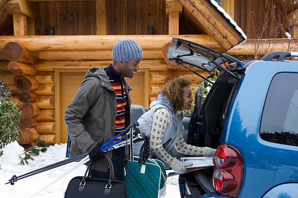 Couple packing car boot  ski holiday stock pictures, royalty-free photos & images