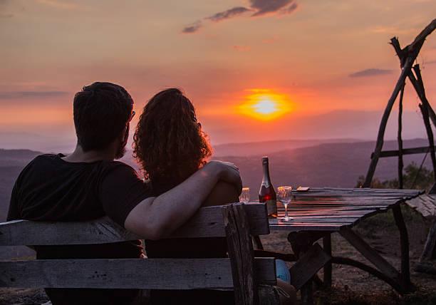 paar  - romantischer abend stock-fotos und bilder