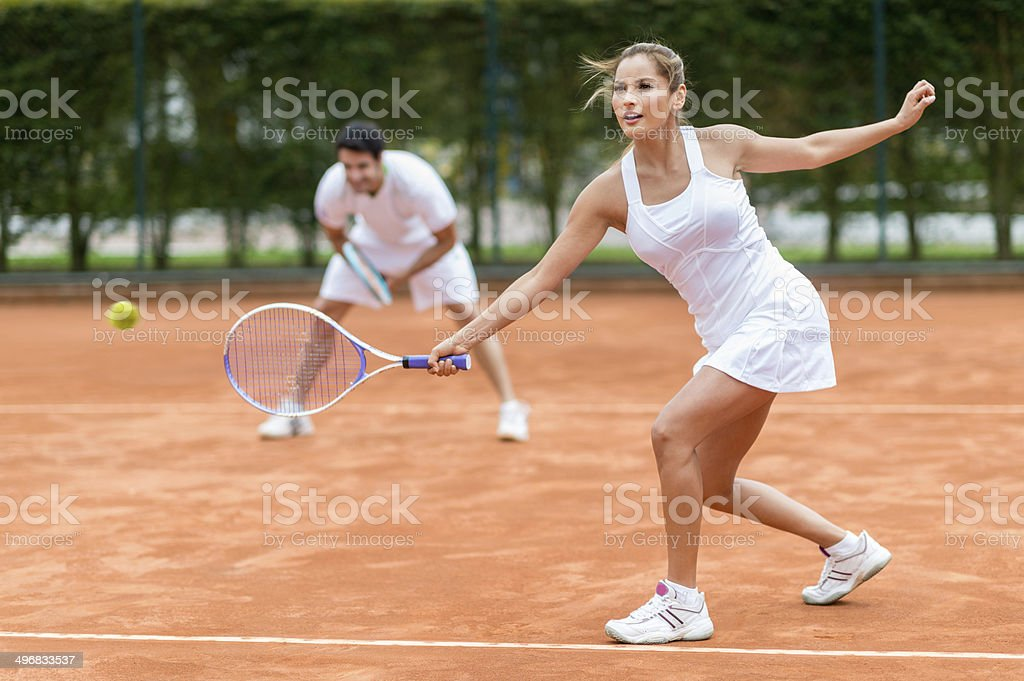 Couple jouant au tennis - Photo