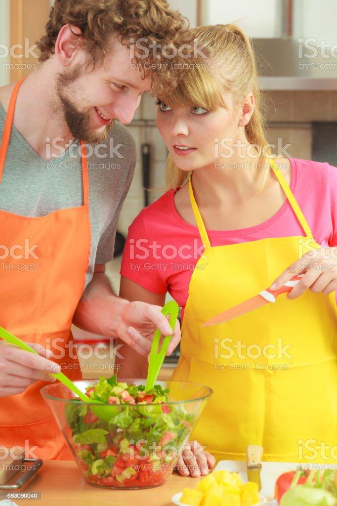 Couple preparing fresh vegetables food salad foto de stock royalty-free
