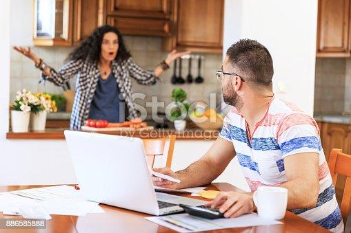 istock Couple receiving home bills 886585888