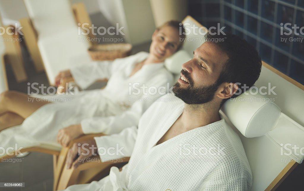 Couple relaxing in spa center - Lizenzfrei Abendkleid Stock-Foto