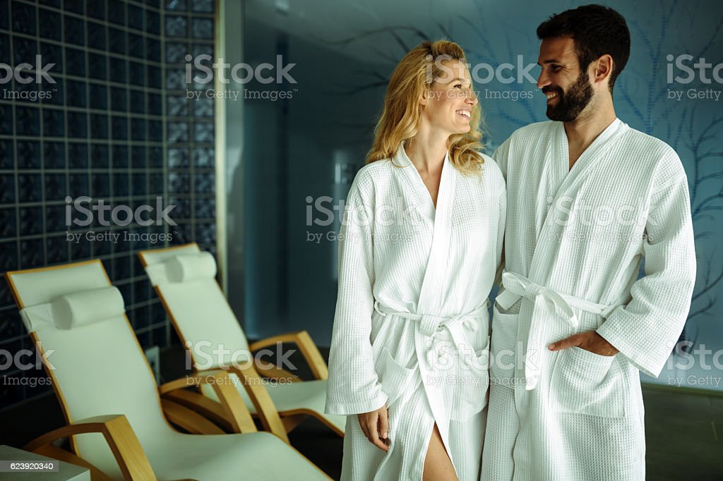Couple relaxing in spa center - foto de stock