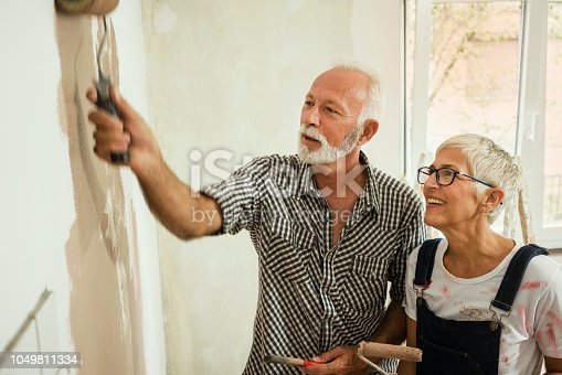 1063725014 istock photo Couple remodeling their home 1049811334