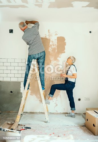 1063725014 istock photo Couple remodeling their home 1055900732