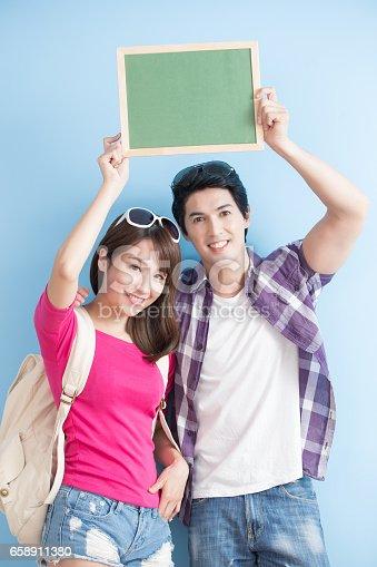528291188 istock photo couple show chalkboard 658911380