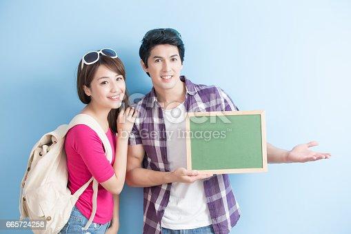 528291188 istock photo couple show chalkboard 665724258