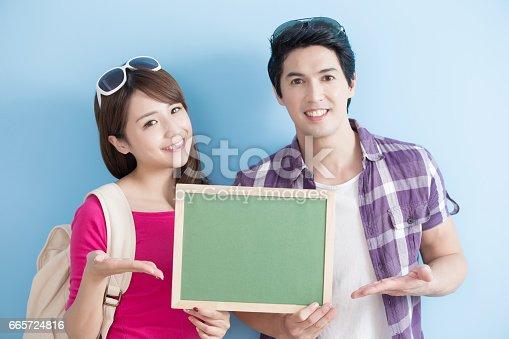 528291188 istock photo couple show chalkboard 665724816