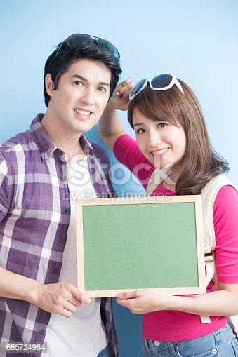528291188 istock photo couple show chalkboard 665724964