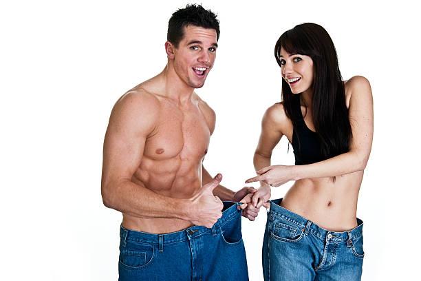 paar mit gewichtsabnahme - damen sporthose übergröße stock-fotos und bilder