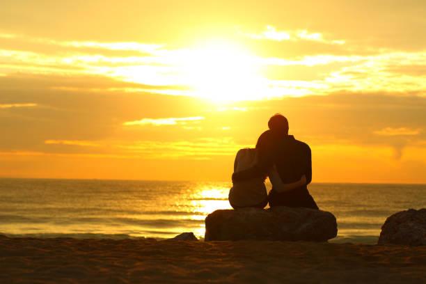 Sưu Tầm Truyện Ngắn Tình Yêu: Chờ nhau nơi thiên đường  Couple-silhouette-dating-at-sunset-on-the-beach-picture-id1059571964?k=6&m=1059571964&s=612x612&w=0&h=4WuPjZloDJlI1rX28eihERz2huPUa24E9aHgJqT62DY=