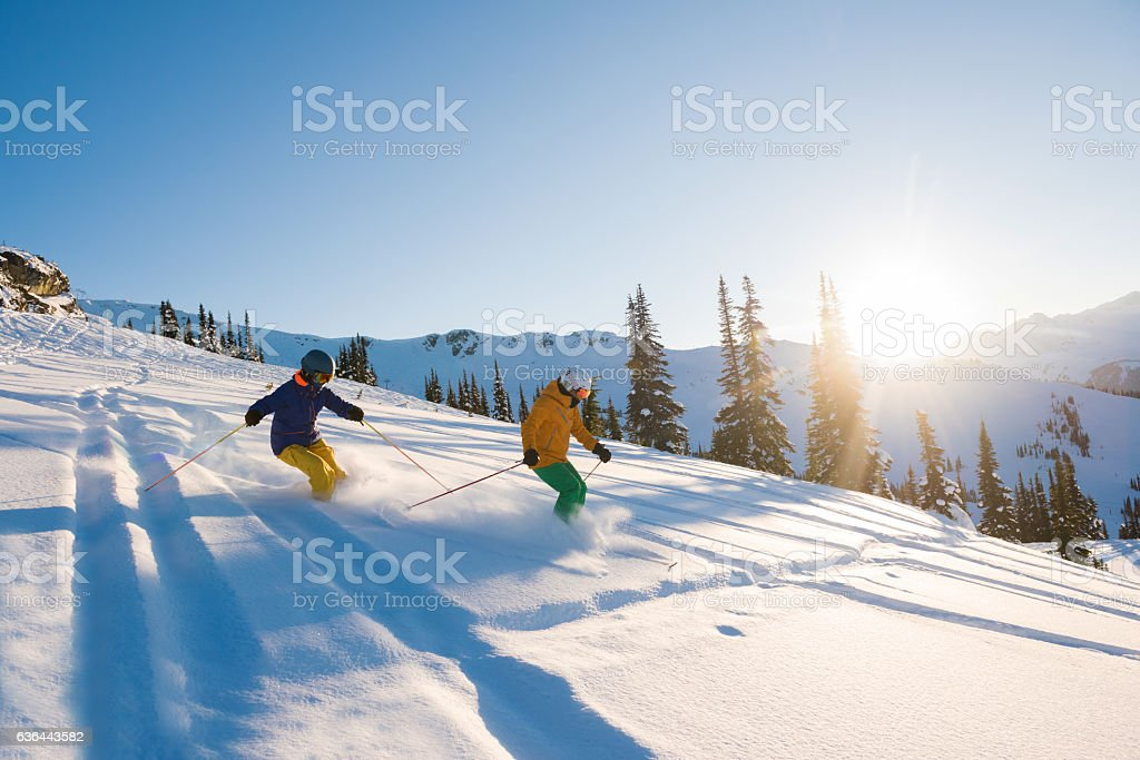 Couple skiing on a sunny powder day – Foto