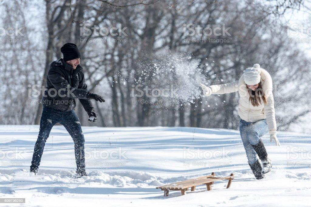 Couple snow fighting - Photo